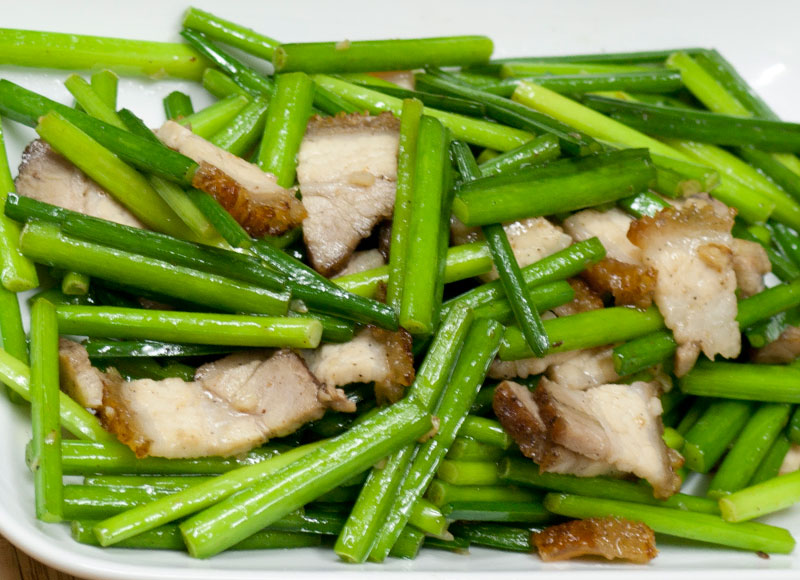 Stir Fried Chive with Roasted Pork